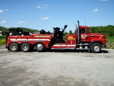 S & R towing truck